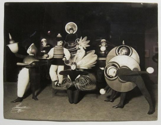 Das Triadische Ballet costumes - 1924