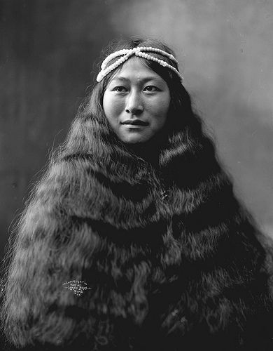Inuit woman, Nowadluk, with long hair (by Lomen Brothers)