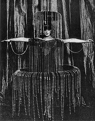 Marchesa Luisa Casati in %22Fountain%22 party costume designed by Poiret
